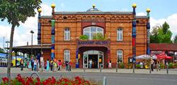 Hundertwasser Bahnhof frontal