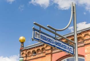Straßenschild Hundertwasser Platz