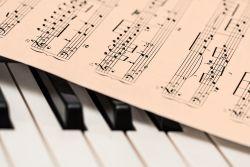 Noten und Klavier